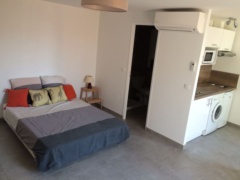 Chambre avec  confortable lit 2 places
