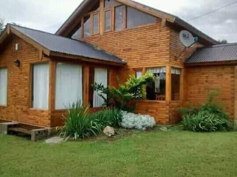 Cabaña familiar en pueblo Los Reartes