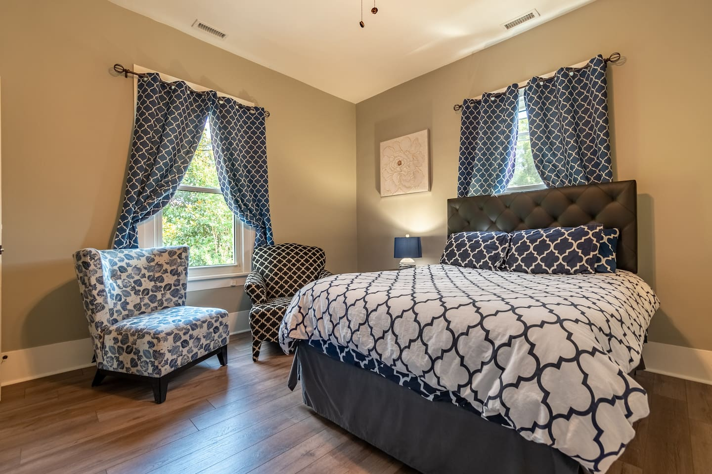 2nd private bedroom with 2 arm chairs, large closet and large Roku tv
