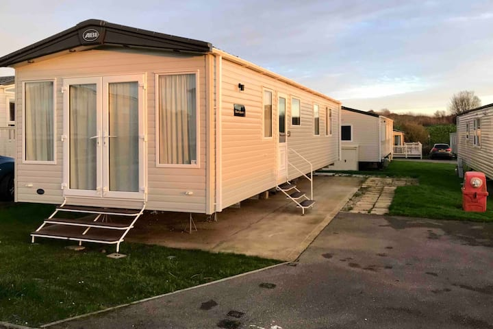 Luxury 6 berth Holiday Home at Cayton Bay
