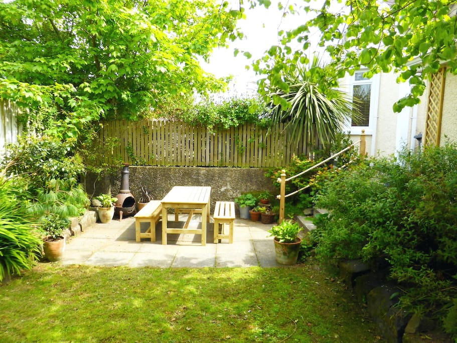 """BBQ, picnic table and privacy in our """"secret"""" garden"""
