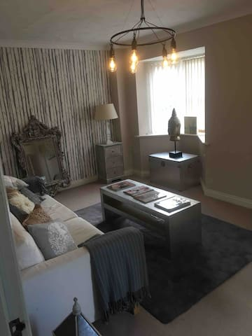 Lovely double room & own private bathroom/shower