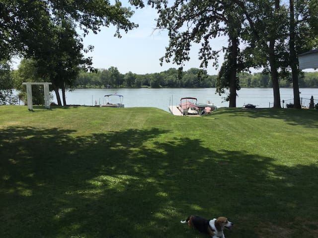 GREAT HOUSE WITH BEST LOCATION ON THE LAKE!!!!