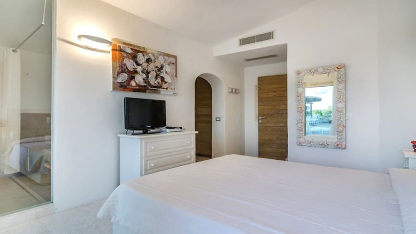 Gorgeous villa with pool and great views - Cala di Volpe