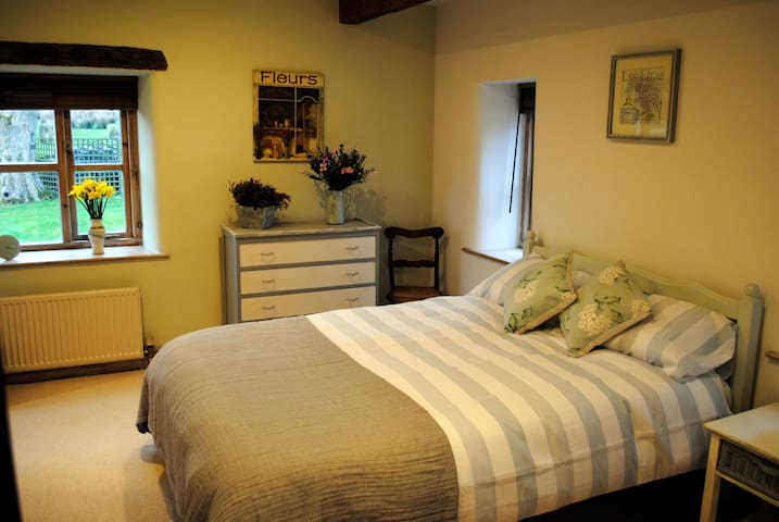 French-Style Room in Luxury Farmhouse - Ilkley - Pousada