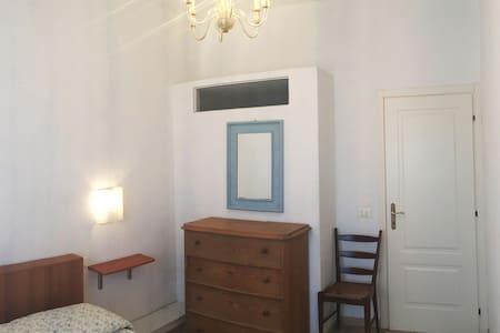 la tua casa a 50 metri dal mare - ideale per 2 pax - Camaiore - Byt