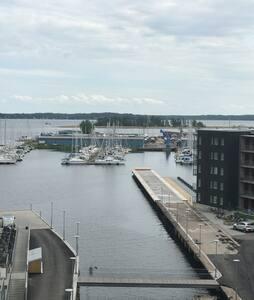 Supermysig, modern lägenhet i centrum vid Vänern