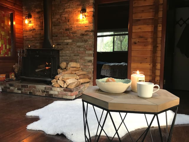RRLodge: Cozy Lakefront Cabin in the Woods