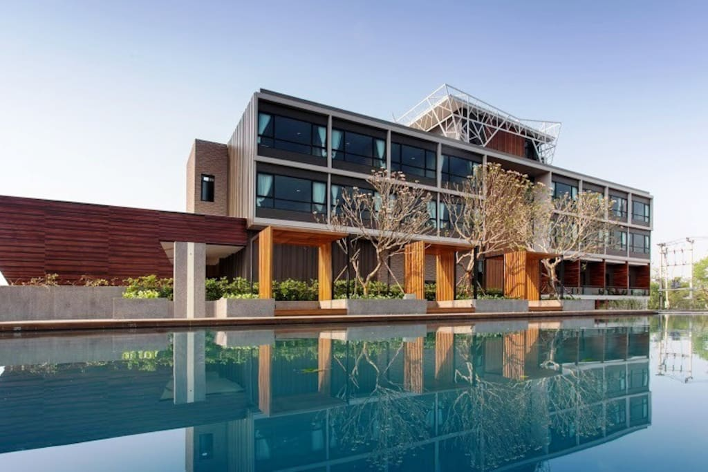 Building with Swimming Pool