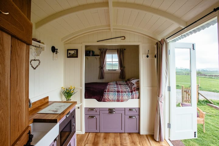 Cosy Shepherds Hut in Yorkshire Dales