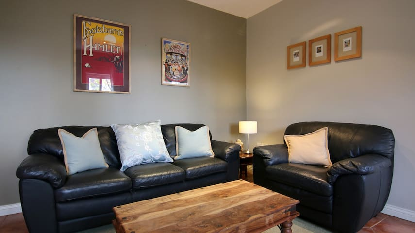 Quiet, Spacious Townhouse: 2 Bed+2 bath - Galway - House