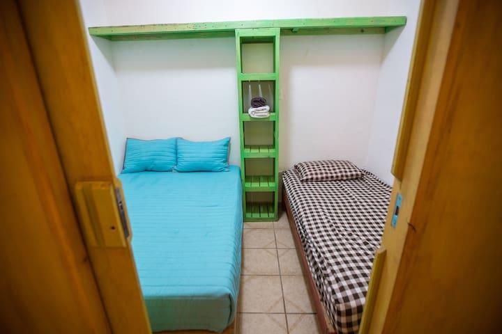 Cubículo Triple con baño compartido