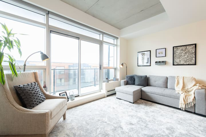 Stylish, Sunny + Modern in the Heart of Downtown
