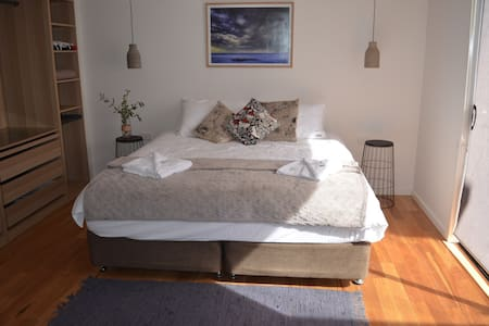 Coastal Hideaway - With Private Entrance - Torquay - House