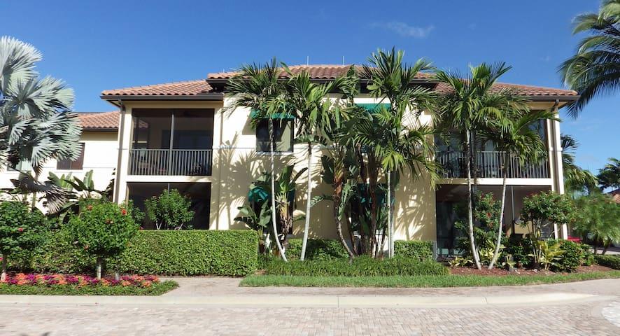 Luxury Naples Bay Resort Cottage
