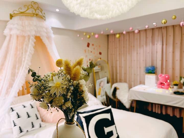 【甜甜的】阜阳颍州万达2号公寓/打卡拍照/满足每个女孩的公主房/43寸小米投屏电视