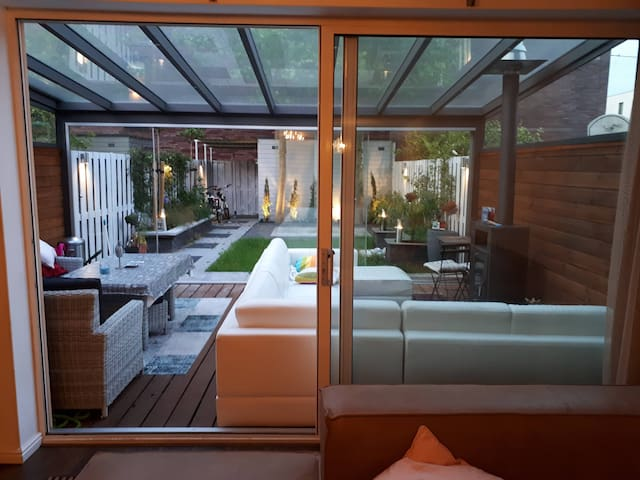 Room (6m²) in luxury mansion with many amenities