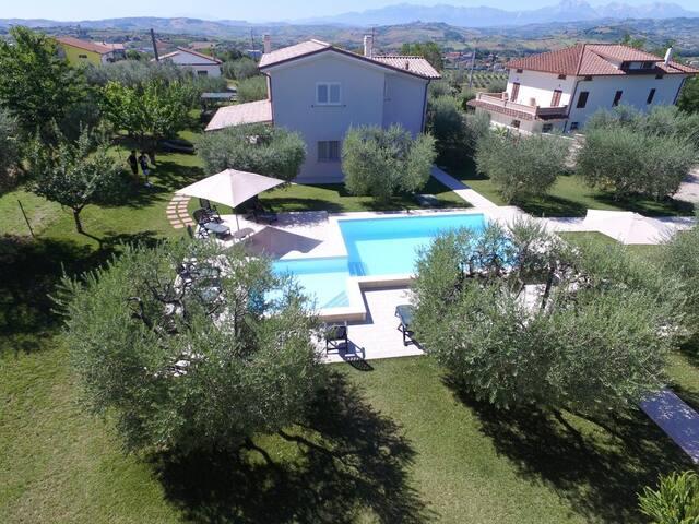 Villa Torri R&B - Intera Struttura con Piscina