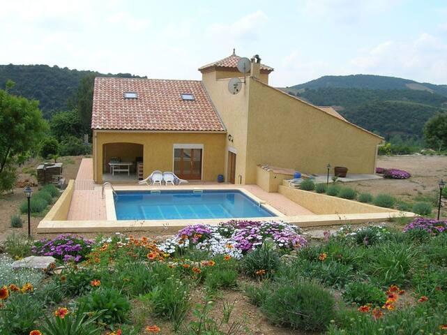 Villa calme et confortable 10 personnes + piscine