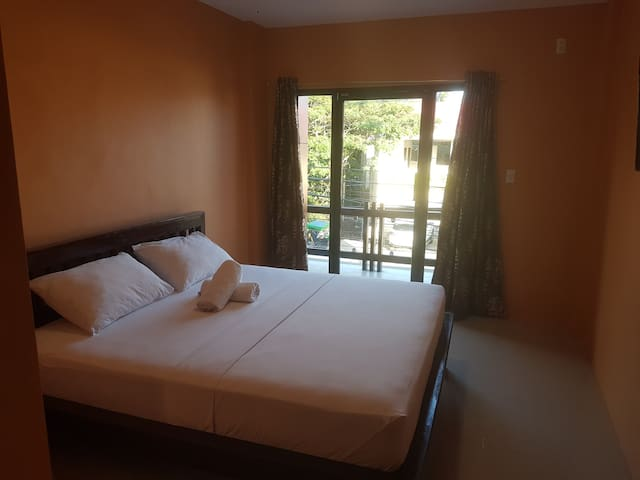 New Room for 2! 5 min walk to beach and nightlife