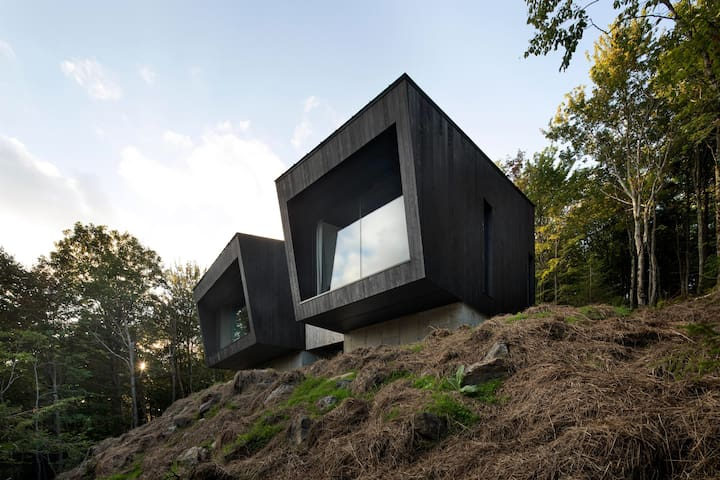Magnifique chalet d'architecte à flanc de falaise!