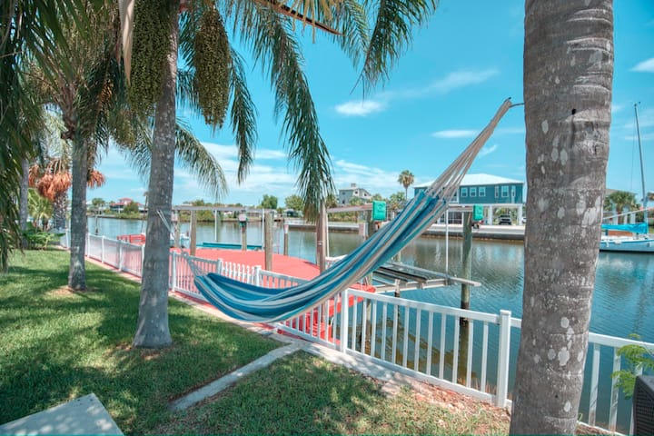 Bring your boat,direct gulf access;3BR/2BA home