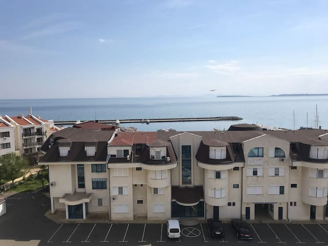 80m from the beach and Marina Dinevi Cozy apart