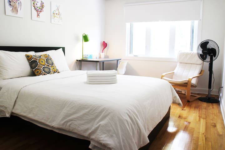 Sunflower Homestay: Clean and Cozy Room with lock
