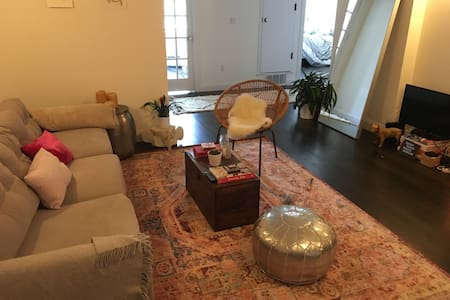 Williamsburg Apt with Rooftop! - Apartment