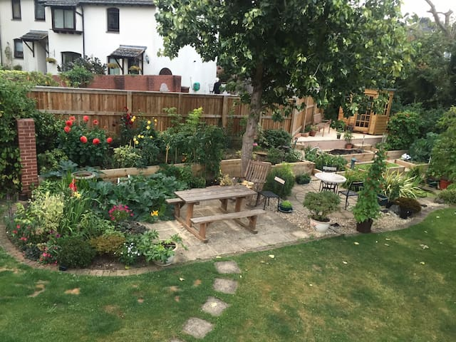 A cosy single room near Exeter Uni, town, stations - Exeter - House