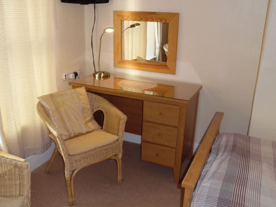 Dressing Table in Orchid Room