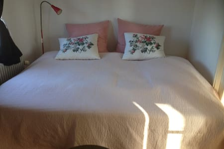 Cozy room in charming  house for female-copenhagen - Copenhague - Villa