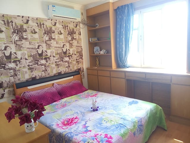 The second bedroom,Big bed,Near the subway station - Beijing - Apartemen