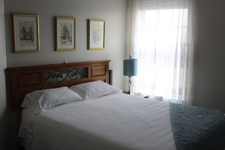 Queen Bed In The London Room