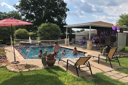 Pool Party Afternoon Rental! Heated Pool/Hot Tub!