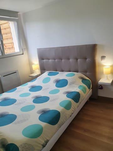 Chambre séparée. Lit 140x190 Linge de lit et de toilette en option