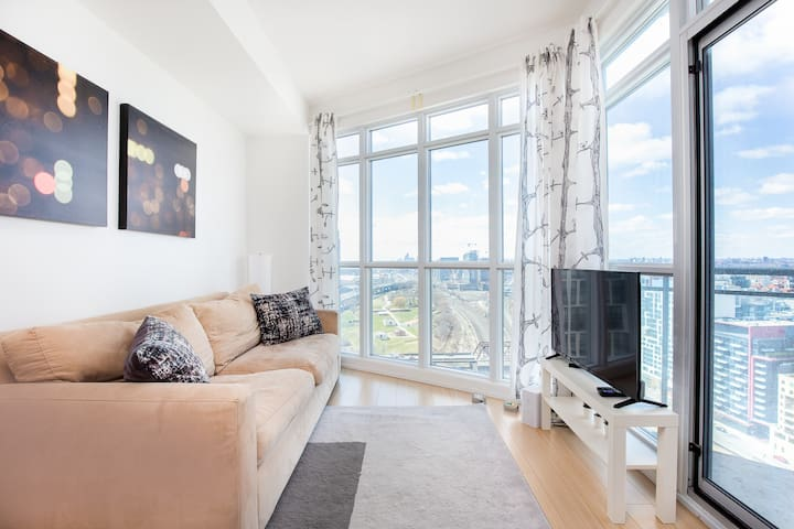 Modern Chic Suite by CN Tower with City View