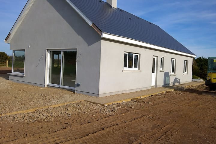 Brand new bungalow, close to Tinnabearna Beach - Wexford - Bungalow