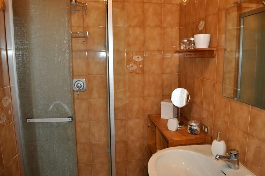 Bagno (Bathroom)