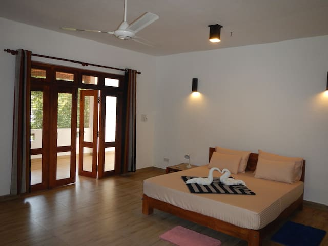 Adare Beach Villa 61, Private Luxury Rooms - Beruwala