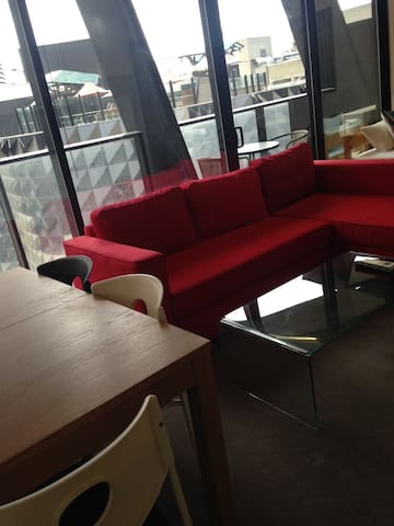 Brand New Apartment On Melbourne Central