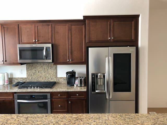 "New LG fridge with ""knock knock"" display"