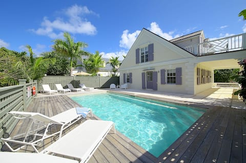 🌺Beautiful Historic Home w/Pool & all Mod-Cons!