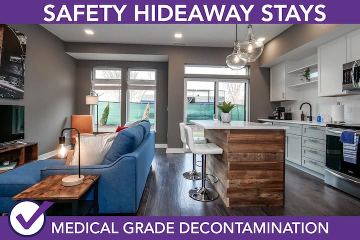 Safety Hideaway - Medical Grade Clean Condo Minutes from Downtown D2