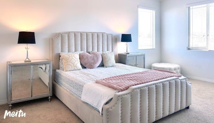 清3.Comfortable large master bedroom ✩ private bath