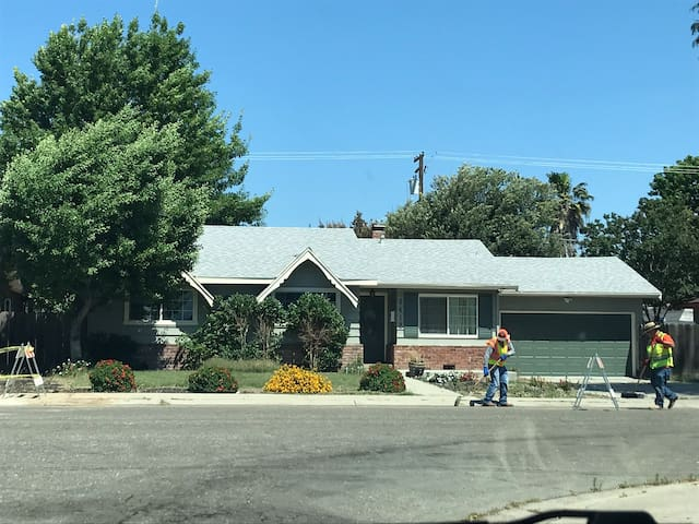 Large Central California Vacay House! Charitable 😇