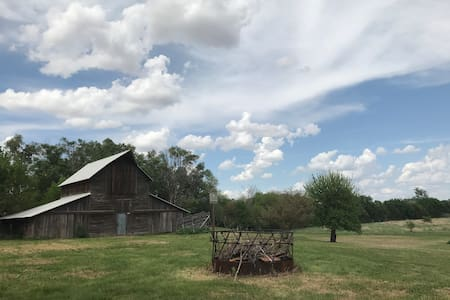 Country Getaway - 13 Acres - Pet Friendly