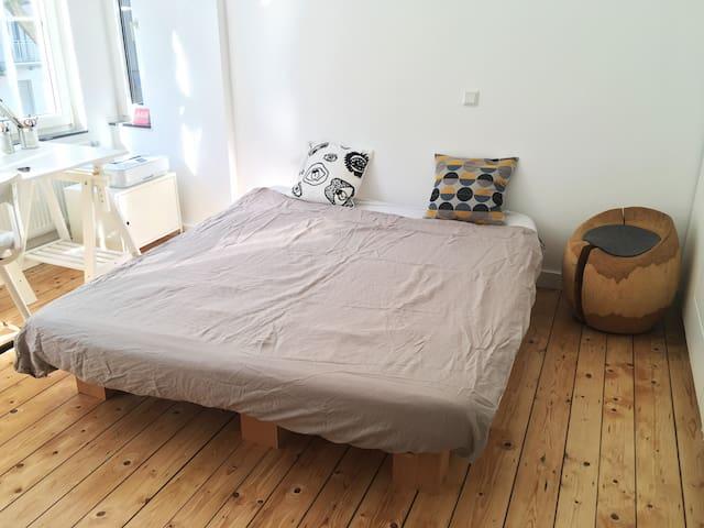 Zimmer in gemütlichem Altbau Loft