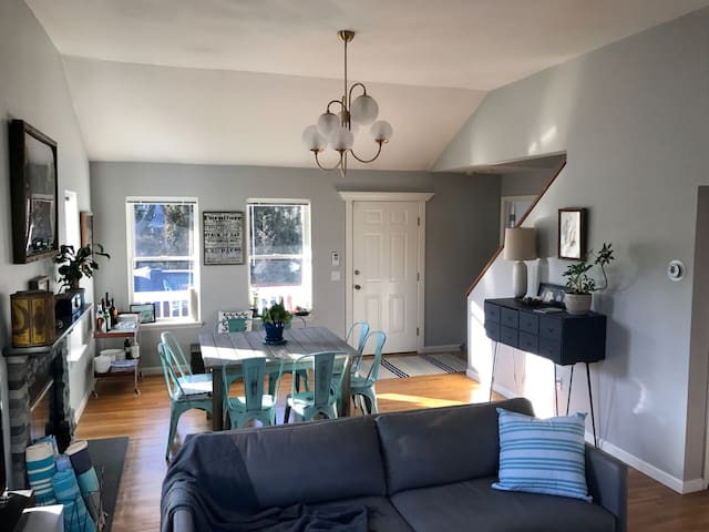 Beautifully appointed, clean, comfortable updated space.