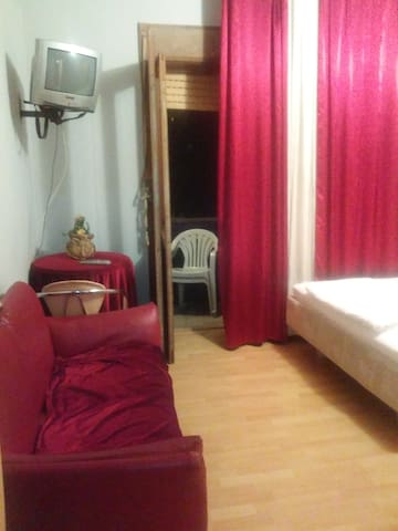 Inexpensive Modern and Private Place - Skopje - Bed & Breakfast